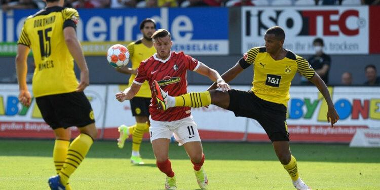 Manuel Akanji sesalkan dua kesalahan Dortmund saat dibekuk Freiburg
