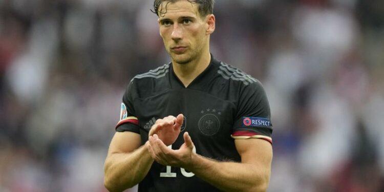 Reaksi Leon Goretzka dari Jerman setelah kalah dalam pertandingan sepak bola babak 16 besar UEFA EURO 2020 antara Inggris dan Jerman di London, Inggris, 29 Juni 2021.