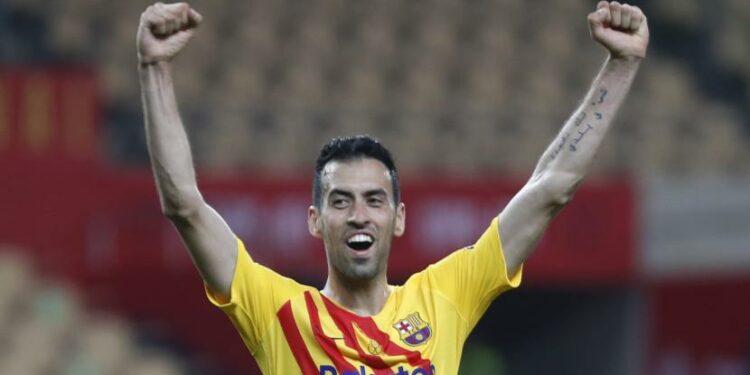 Sergio Busquets dari Barcelona.