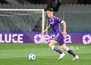 Bek Fiorentina Nikola Milenkovic diminati West Ham United.