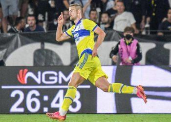 Juventus' Matthijs de Ligt celebrates after scoring against Spezia in Serie A.