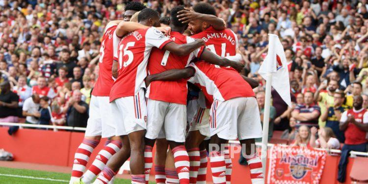 Para pemain Arsenal (ilustrasi). Arsenal akan menghadapi Tottenham Hotspur, Ahad (23/9).