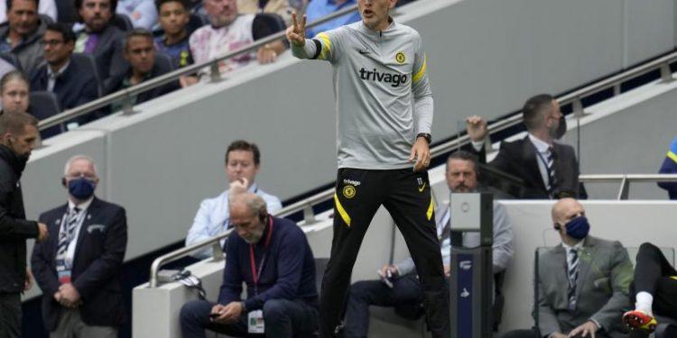 Pelatih Chelsea Thomas Tuchel memberi isyarat selama pertandingan sepak bola Liga Primer Inggris antara Tottenham Hotspur dan Chelsea di Stadion Tottenham Hotspur di London, Inggris, Ahad, 19 September 2021.