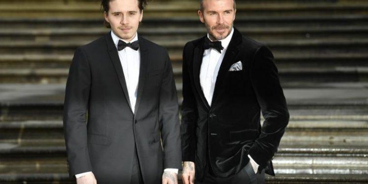 Mantan bintang Manchester United David Beckham dan putra sulungnya, Brooklyn.