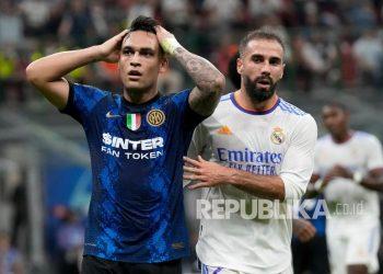 Reaksi pemain Inter Milan Lautaro Martinez setelah kehilangan peluang pada pertandingan sepak bola grup D Liga Champions antara Inter Milan dan Real Madrid di stadion San Siro di Milan, Italia, Kamis (16/9) dini hari WIB.
