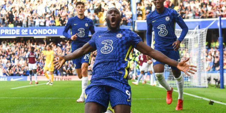 Selebrasi penyerang Chelsea, Romelu Lukaku usai mencetak gol ke gawang Aston Villa.