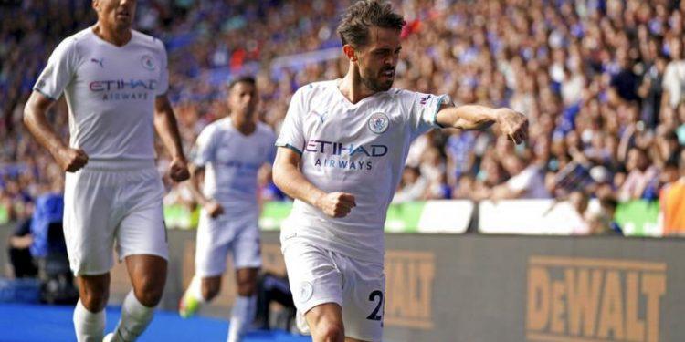 Gelandang Manchester City Bernardo Silva berselebrasi seusai menjebol gawang Leicester City.
