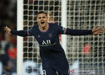 Mauro Icardi leads PSG to dramatic win over Lyon