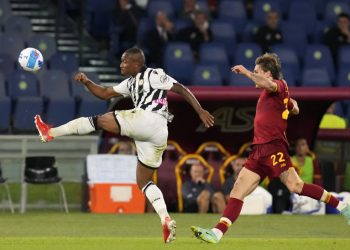 Samir from Udinese, left, duel for the ball with Nicolo Zaniolo of Rome during the Italian Serie A football match between Roma and Udinese at Rome's Olympic stadium, Thursday, 23 September 2021.