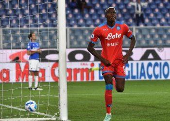 Penyerang Napoli Victor Osimhen merayakan golnya ke gawang Sampdoria.
