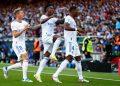 Bek Real Madrid David Alaba (kanan) merayakan golnya ke gawang Barcelona pada laga el Clasico.