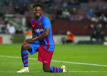 Pemain Barcelona Ansu Fati merayakan golnya ke gawang Valencia pada babak pertama laga lawatan Valencia ke Stadion Camp Nou, Senin (18/10) dini hari WIB.