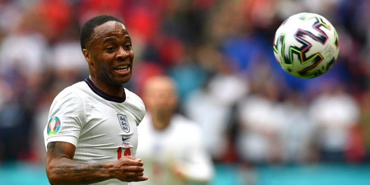 Raheem Sterling dari Inggris beraksi selama pertandingan sepak bola babak 16 besar UEFA EURO 2020 antara Inggris dan Jerman di London, Inggris, 29 Juni 2021.
