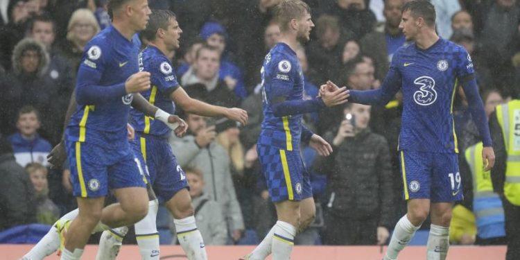 Pemain Chelsea Timo Werner, tengah, merayakan setelah mencetak gol kedua timnya selama pertandingan sepak bola Liga Premier Inggris antara Chelsea dan Southampton di Stadion Stamford Bridge di London, Sabtu, 2 Oktober 2021.
