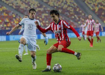 Joao Felix dari Atletico Madrid (kanan).