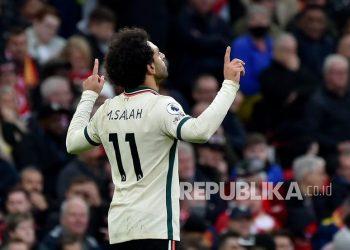 Pemain Liverpool Mohamed Salah merayakan golnya ke gawang Manchester United.