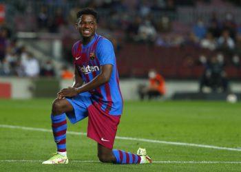 Ansu Fati dari Barcelona selama pertandingan sepak bola La Liga Spanyol antara FC Barcelona dan Valencia di stadion Camp Nou di Barcelona, Spanyol, Senin (18/10).
