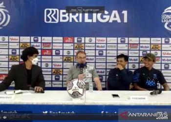 Robert sebut Persib Bandung kecolongan di babak pertama hadapi PSS