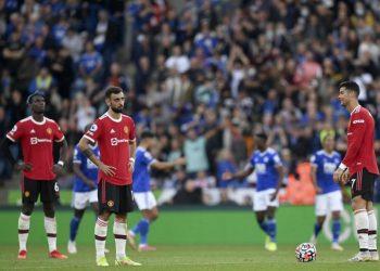 Reaksi Paul Pogba (kiri), Bruno Fernandes (tengah), dan Cristiano Ronaldo (kanan) pada laga Manchester United melawan Leicester City di Stadion King Power, Sabtu (16/10) malam WIB. United kalah 2-4 pada laga ini.