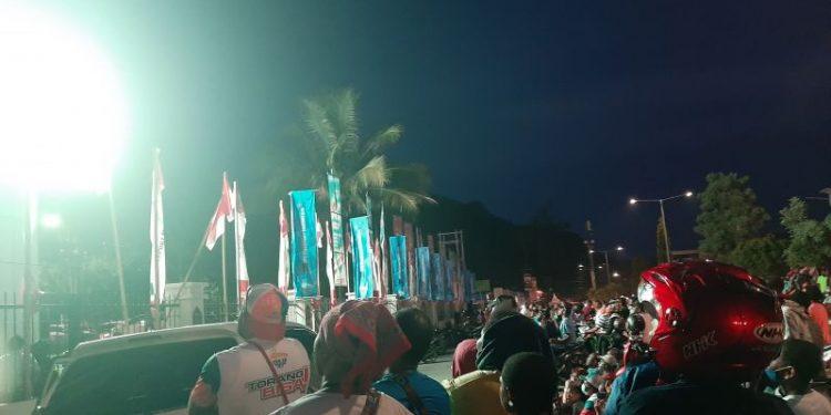 Warga sekitar Stadion Lukas Enembe nonton bareng laga Papua vs Aceh